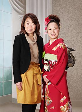 岡山で証明写真・記念写真・就活写真ならフタバ写真場 ご家庭でみんなで楽しくいっぱい迷って思い出の写真をチョイス!自分で選べるプルーフシステム